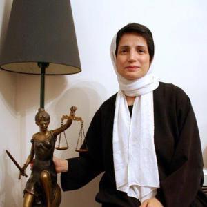 تلاش حکومت برای شکست اعتصاب نسرین ستوده/ انتقال نسرین به انفرادی