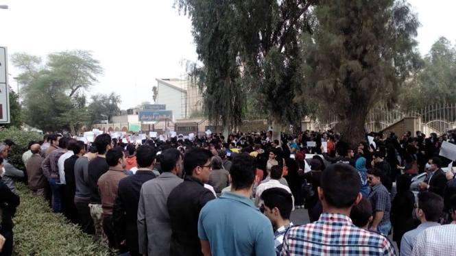 تجمع مجدد مردم اهواز در مقابل استانداری(1)