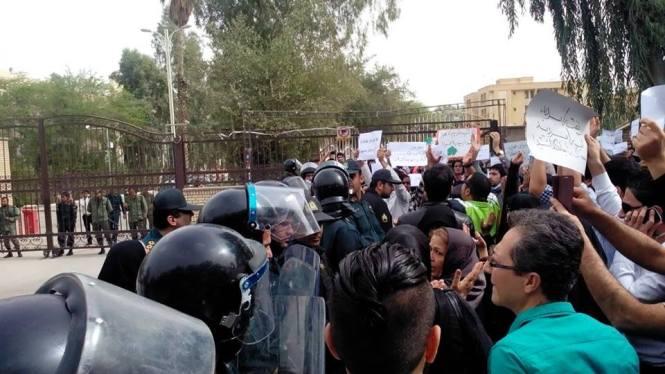 تجمع مجدد مردم اهواز در مقابل استانداری