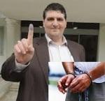 عباس روغنچی، خزانه دار شورای شهر رامسر با شکایت یک نظامی، در حین جلسه شورا بازداشت شد!